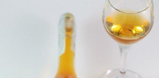 calice di distillato di vino bianco
