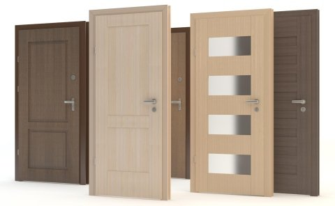 Montaggio porte in legno