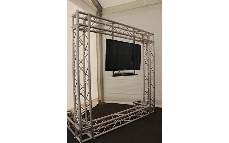 Americana in alluminio per sorreggere impianto video