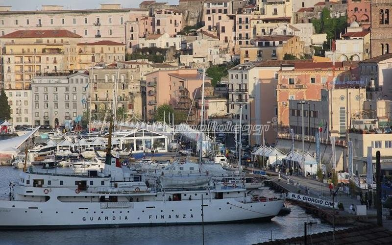 Tensostruttura Fiera Yacht Med festival 2015 sul mare