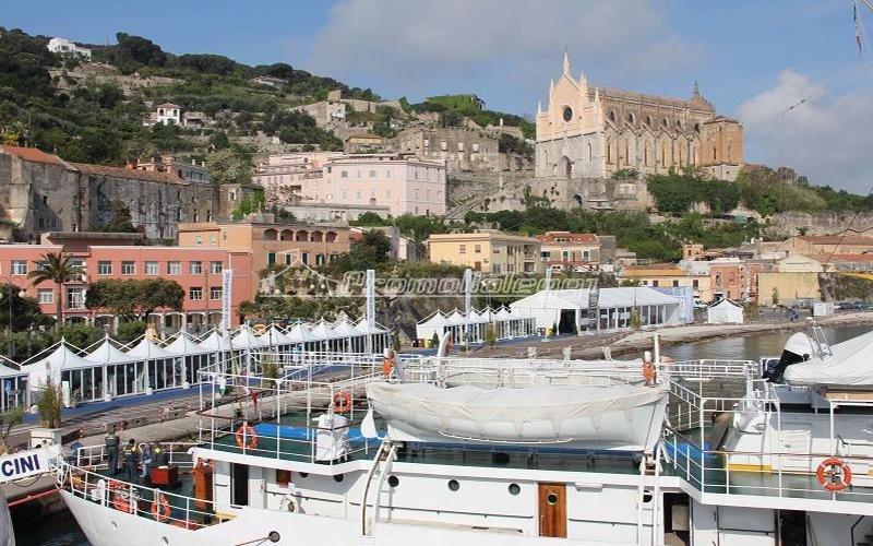 Tensostrutture Yacht Med festival 2015  sul mare
