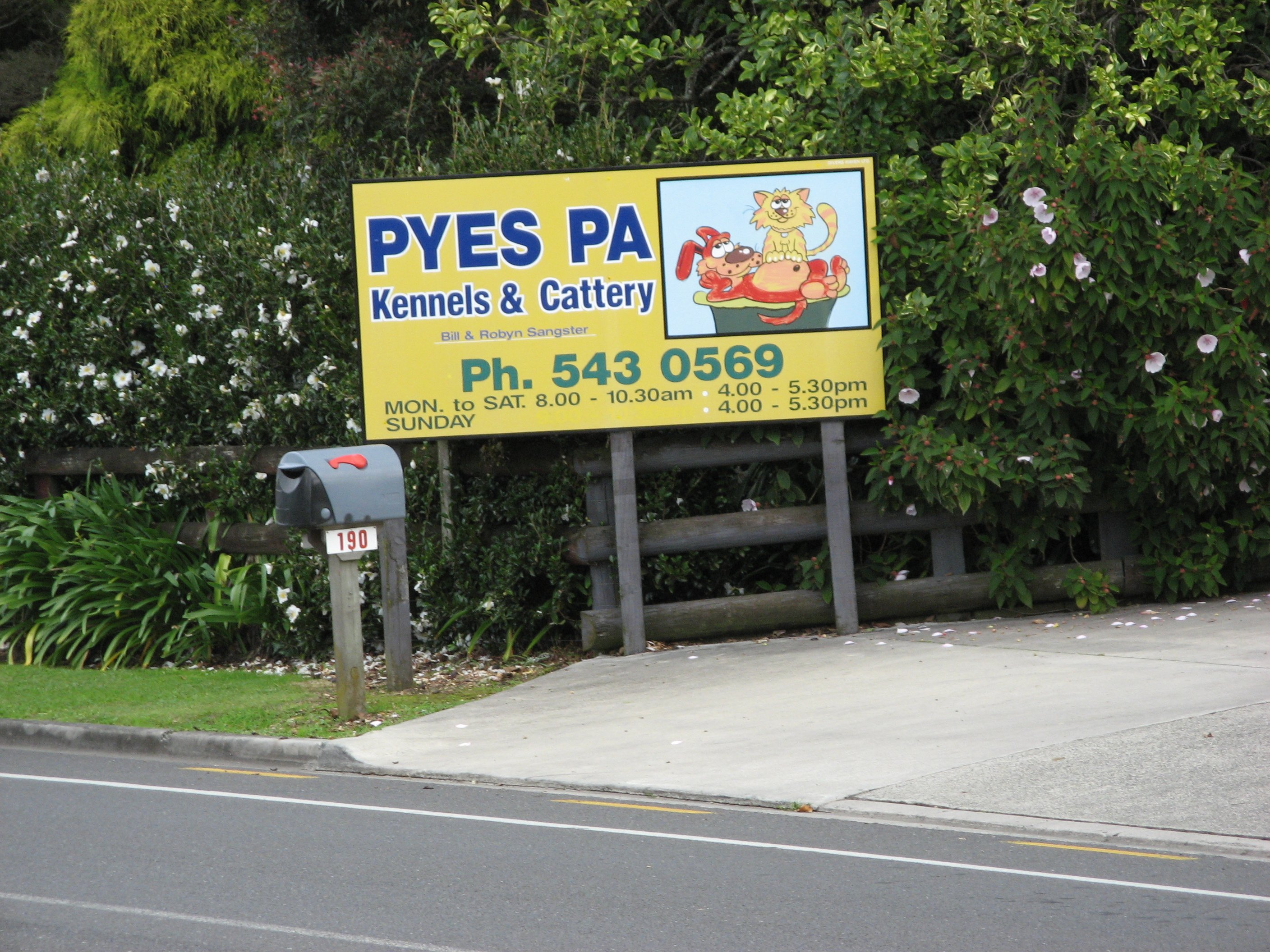 Pyes Pa Kennels & cattery sign