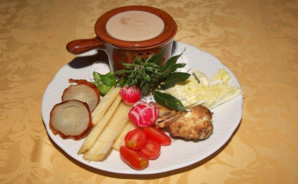 gran piatto con antipasti misti e zuppa