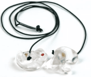 otoprotettori forniti di eventuale foro di ventilazione, realizzati su impronta individuale in resina morbida o rigida