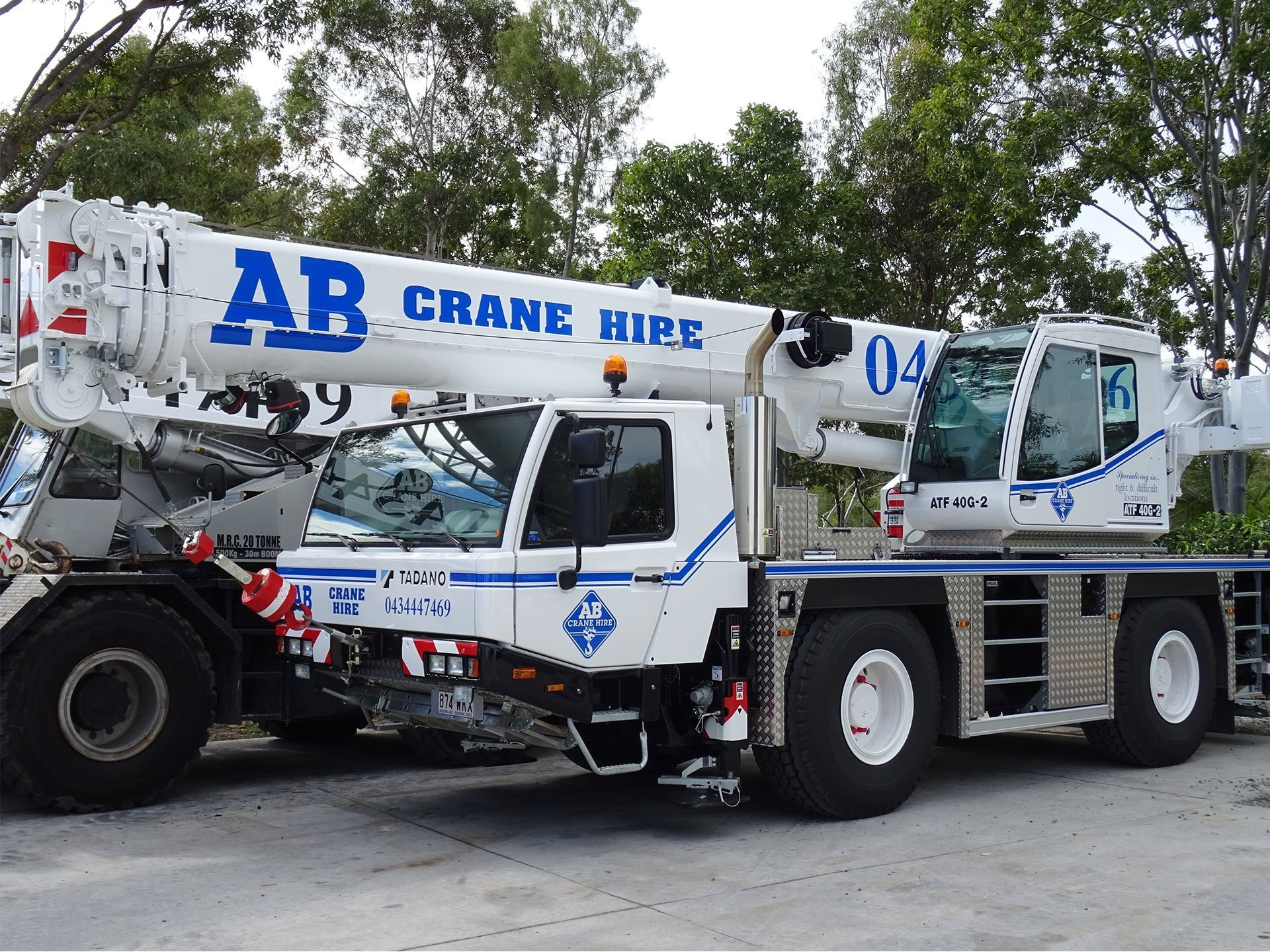 AB Crane Hire White Blue Crane