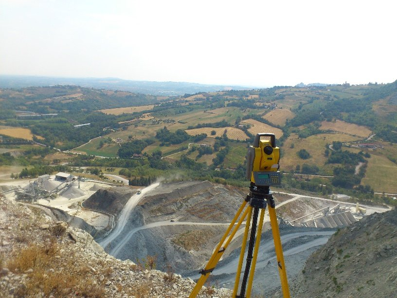 Topografo all'aperto
