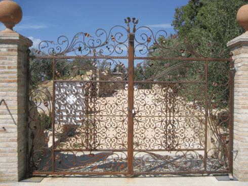 cancello con decori