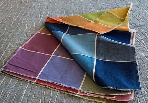 Foto laterale del campionatura di colori per tovagliato