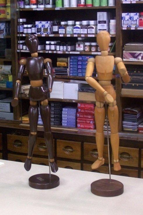 Due modellini in legno.