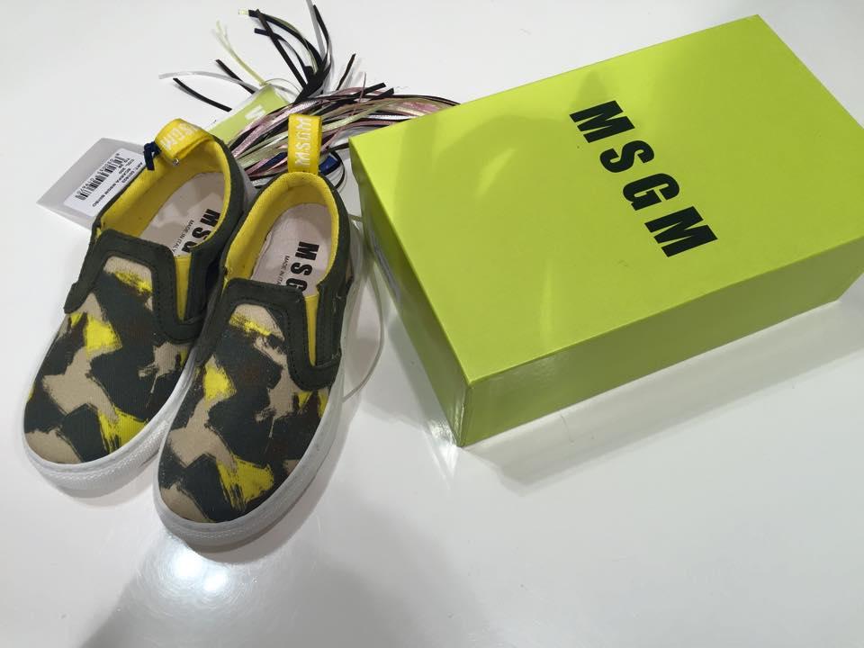 dei mocassini della marca MSGM