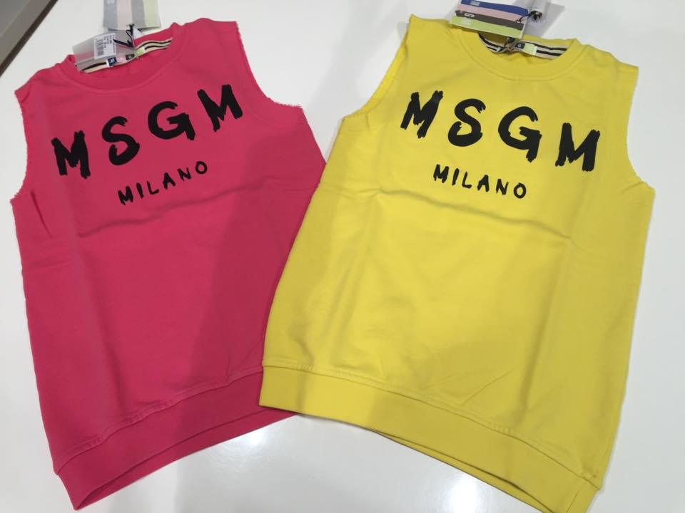due magliette di color rosa e gialla con scritto MSGM Milano