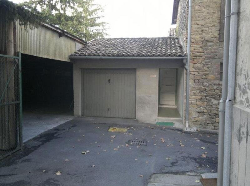Prima: particolare del vecchio ingresso