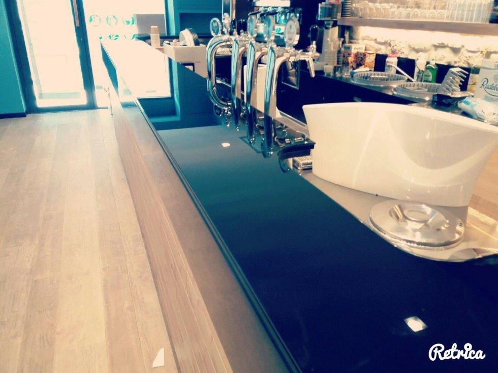 vista laterale bancone ristorante