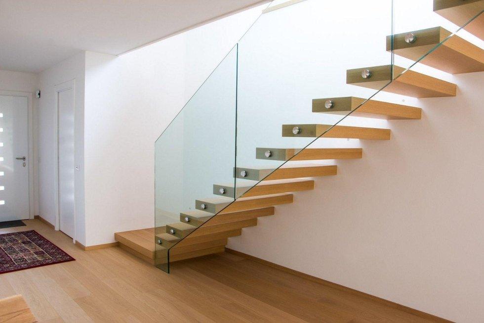 scala con parapetto in vetro