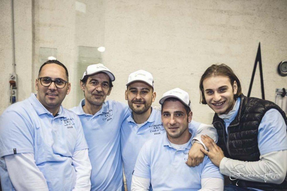 cinque persone dello staff