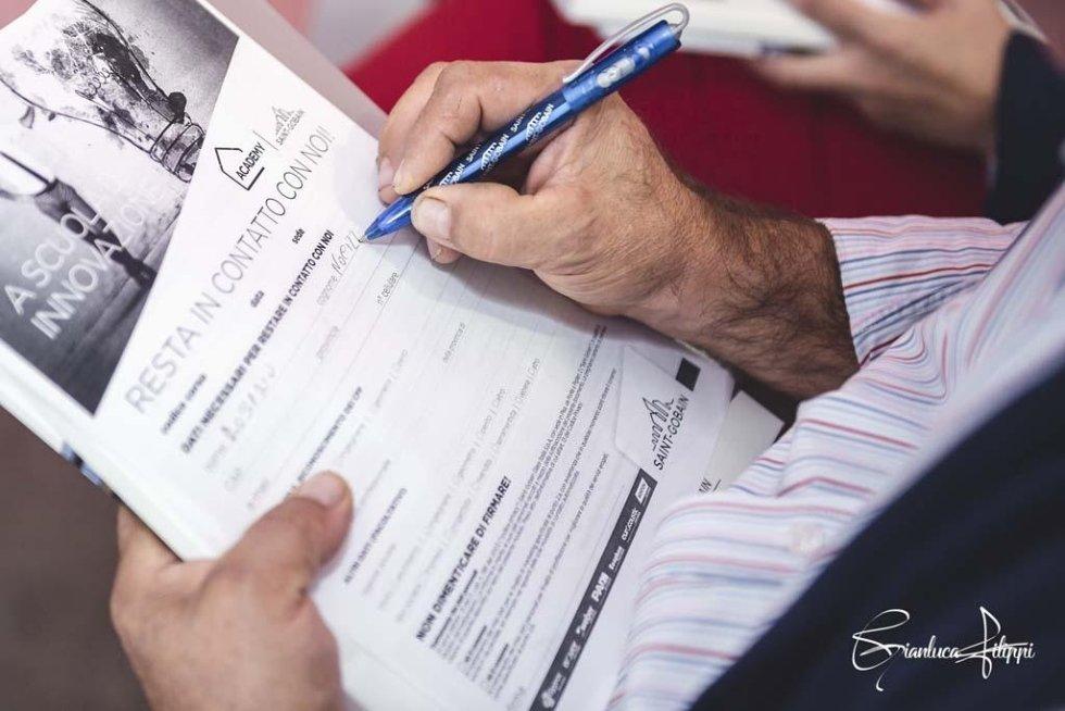 persona firma dei documenti