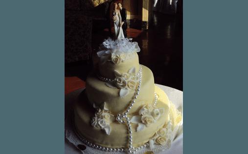 torta con coppia di sposi