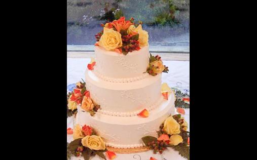torta con rose gialle