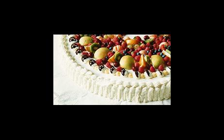torta con panna e frutta