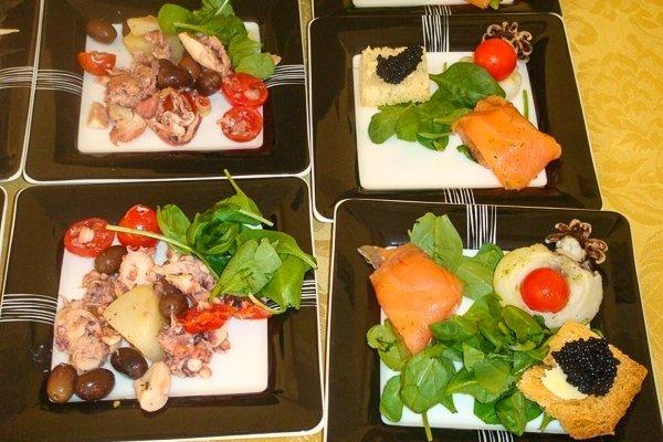 antipasti di salmone e caviale
