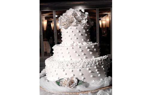torta con decorazioni