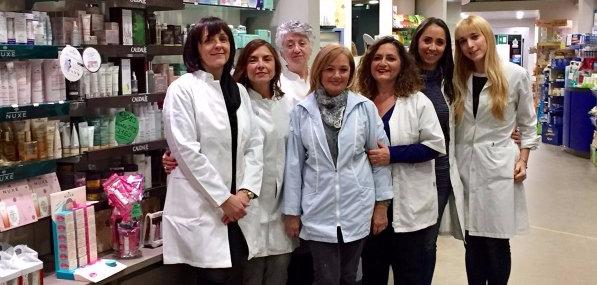 gruppo dei dipendenti della farmacia