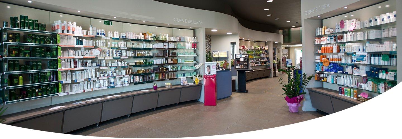 Interno della farmacia Villafranca a Forlì