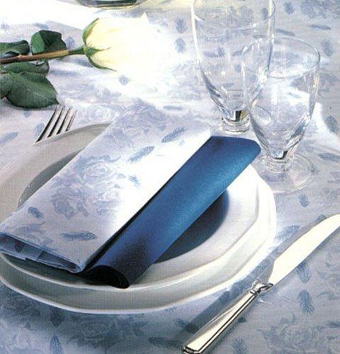 un tavolo apparecchiato con tovaglie e tovaglioli di carta di color bianco e blu