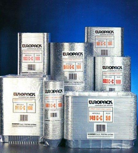 delle confezioni di piatti e contenitori in alluminio