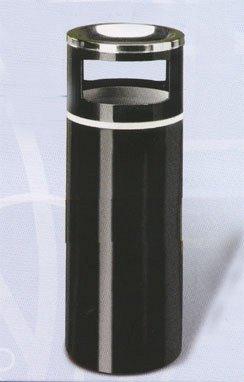 un bidone in acciaio di color nero