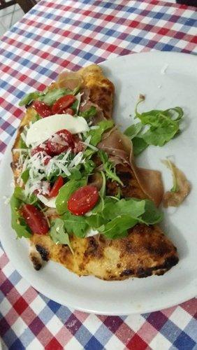 Pizza calzone  presso San Michele Food E Drink a Ottaviano (NA)