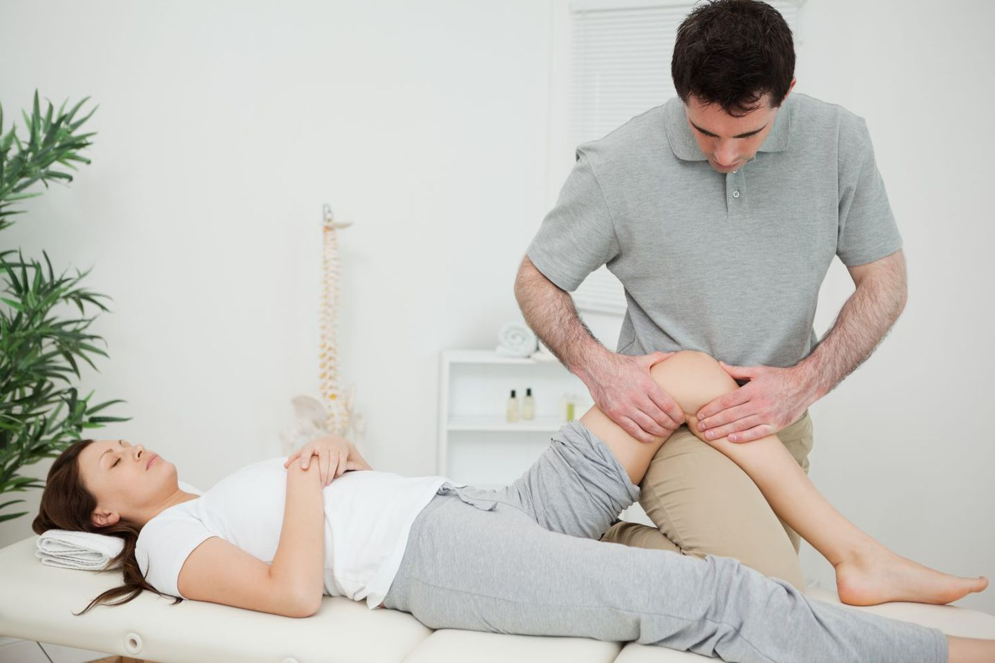 Woman receives treatment for back pain relief in Honolulu, HI