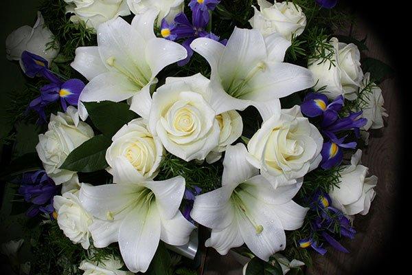 Fiori funerari per condoglianze