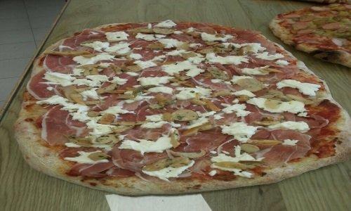 Pizza di prosciutto e formaggio