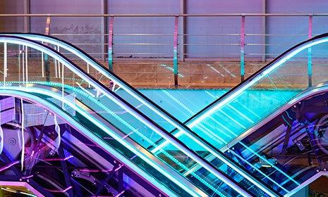 Scala mobile illuminata dai neon LED SYSTEM Pandino (CR)