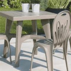 tavolo e sedie per l'esterno