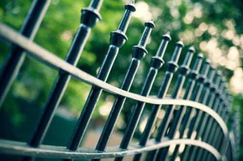 Punte di barre di una palizzata di giardino o parco