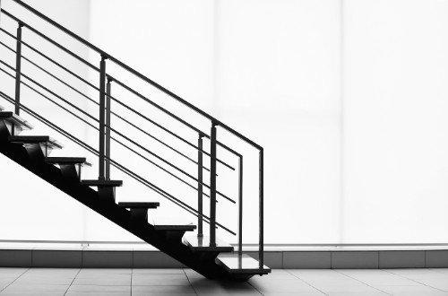 Scale ,gradini e ringhiera in acciaio inossidabile