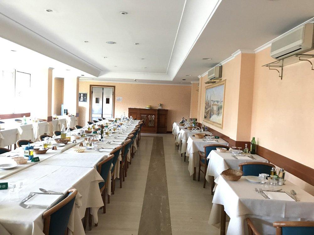 la sala da pranzo della struttura per anziani