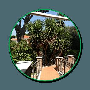 vista da un balcone del giardino della casa di riposo