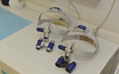 delle lampade frontali da dentista