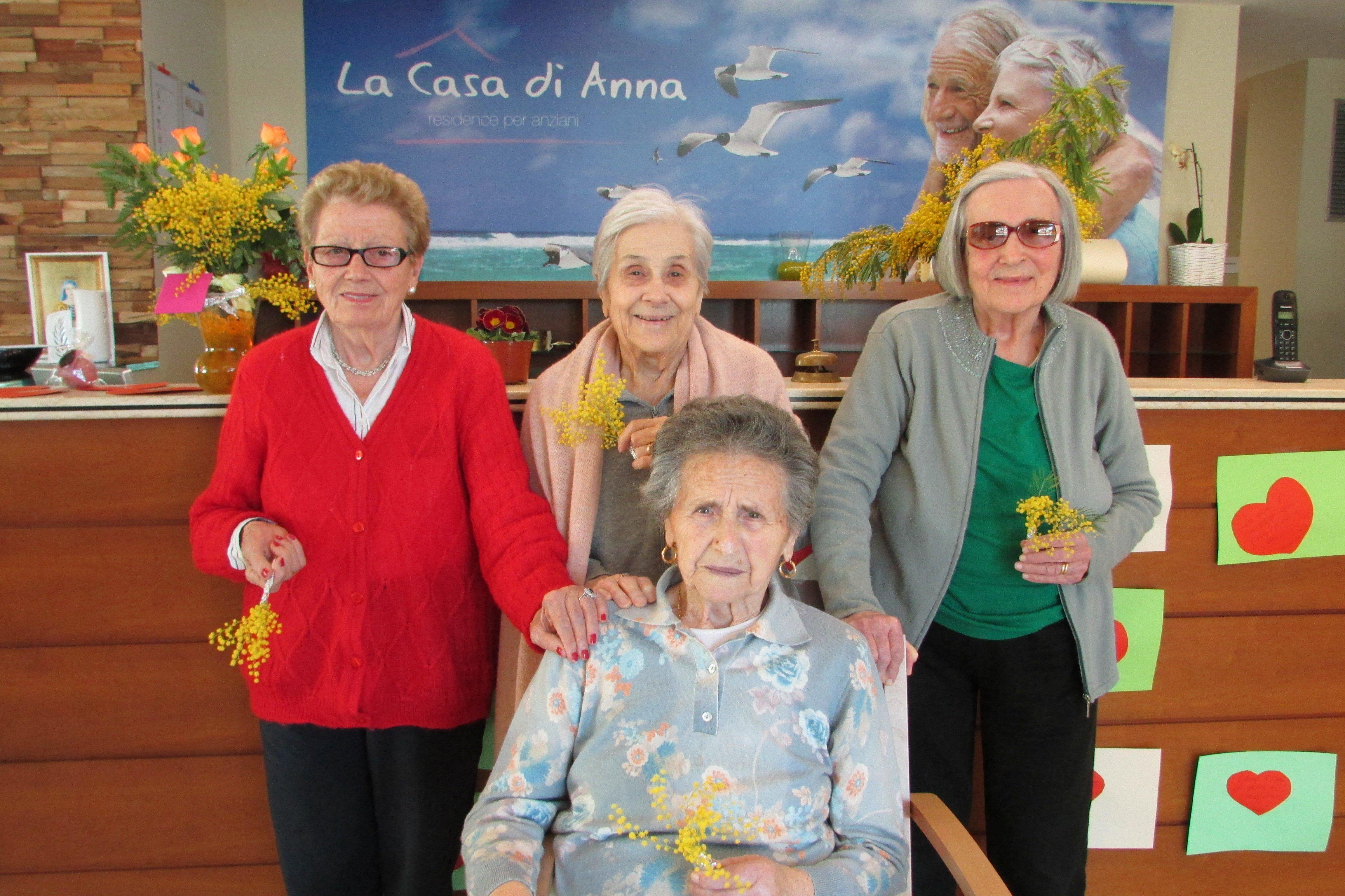 gruppo di donne anziane
