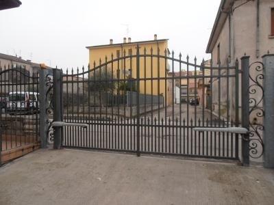 Cancello automatico a battente