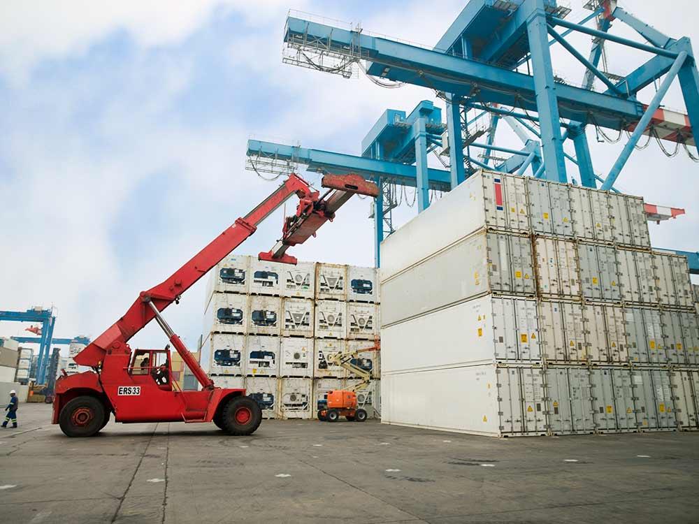 truck lifting cargo
