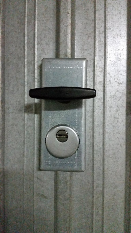 placca di sicurezza con Defender vista esterna