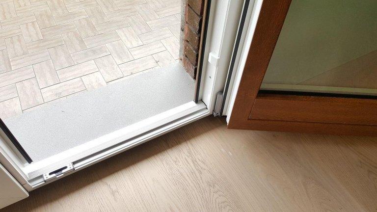 solia ribassata porta-finestra in alluminio