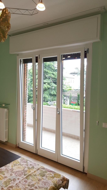Finestre in pvc legno alluminio modena malmusi wainer - Porta finestra scorrevole esterna ...