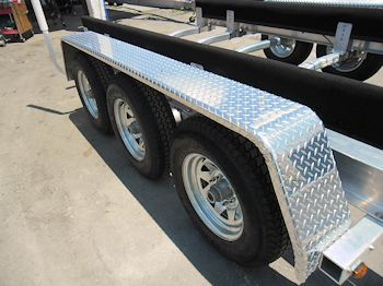 Triple Axles w/Diamond Plate Fenders