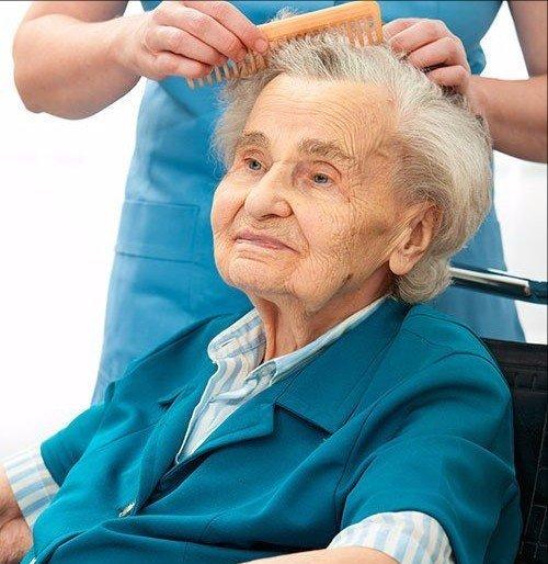 Servizio di parrucchiere per persone anziane