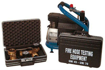 delle valigette con dei componenti per degli estintori